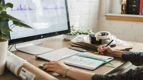 trabalhando em casa como Assistente Virtual